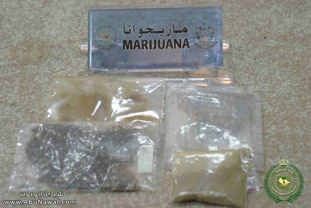 صور - تهريب المخدرات بالمصحف الشريف !؟ Z5