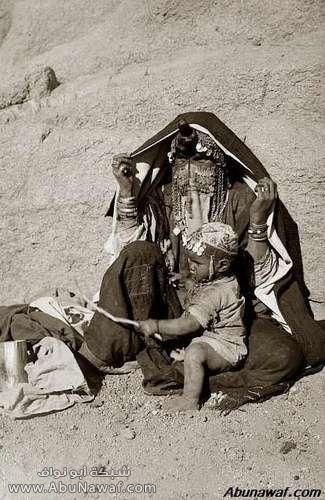 صور قديمة Bedouin-woman-002