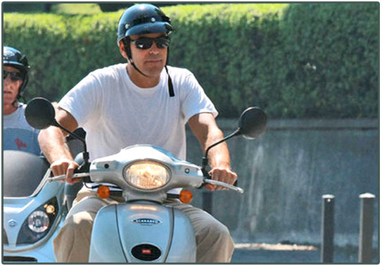 Here's Proof That Clooney Only Gets Better With Age - Page 4 Clooney_vespa_943