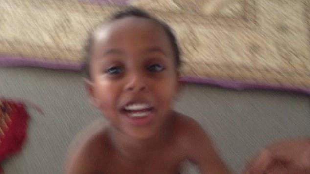 Lajmet Ditore: Terroristët nuk kursyen as tre vjeçarin Mucad Ibrahim 11053098-6815137-image-a-1_1552683942413-1