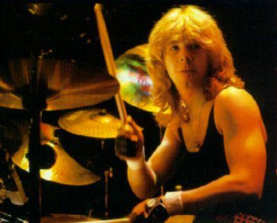 Iron Maiden: Deceduto Clive Burr! Iron-maiden-clive-burr