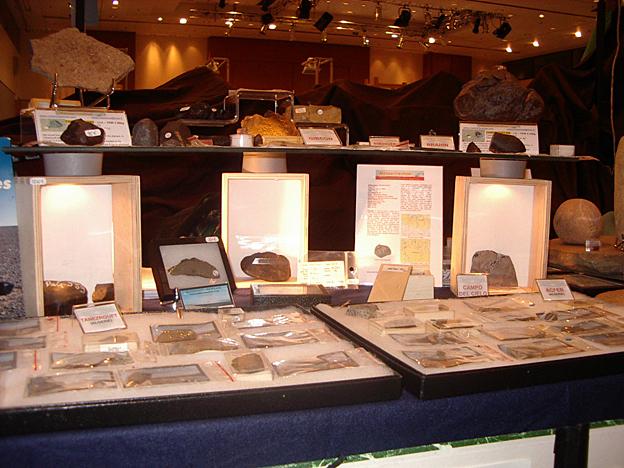 Bourse zux Minéraux de Paris - 2005 Meteoriteshow_table