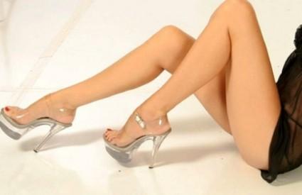 Predloži avatar za osobu iznad  - Page 14 Womans_legs_da