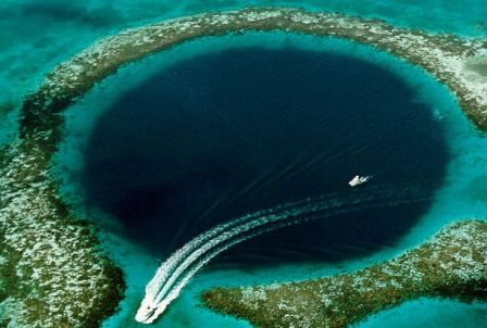 Mesta na Zemlji sa vanzemaljskim izgledom Great_blue_hole
