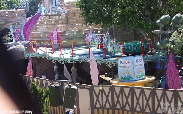 [Disneyland Park] Alice in Wonderland fermée pour mise en conformité (16 juillet au 13 août 2010 et de mi-mars au 04 juillet 2014)  - Page 2 IMG_1580-610x381