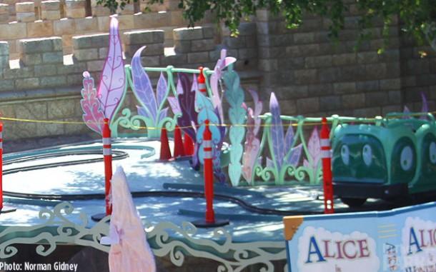 [Disneyland Park] Alice in Wonderland fermée pour mise en conformité (16 juillet au 13 août 2010 et de mi-mars au 04 juillet 2014)  - Page 2 IMG_15801-610x381