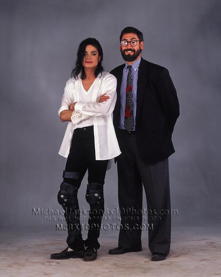 ¿Cuánto mide Michael Jackson? - Altura - Real height Michaeljacksonphotosbnwwithjohnlandisjun0611a