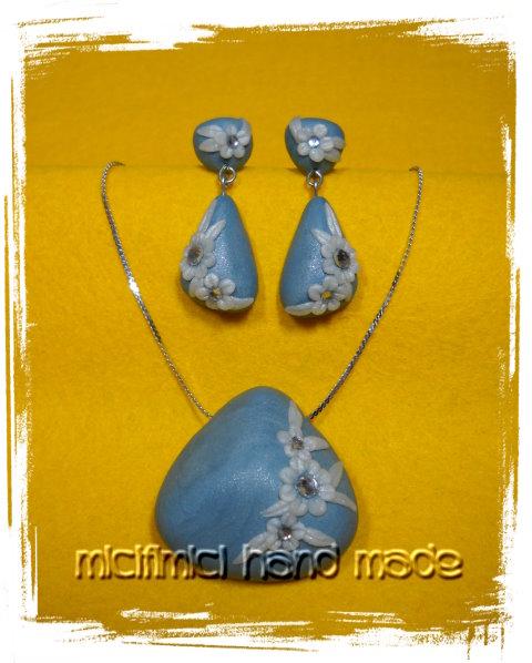 orecchini e ciondolo azzurri con fiori Orecchini-ciondolo-graziosa