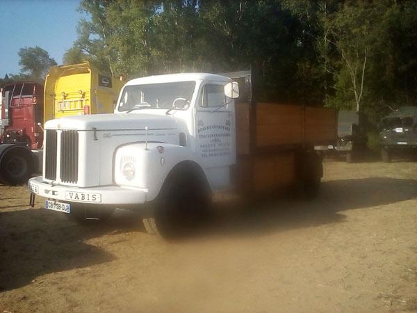 Exposition de camions a saint Pierre de boeuf  PTRA%2008%20camion%20Vabis%20blanc