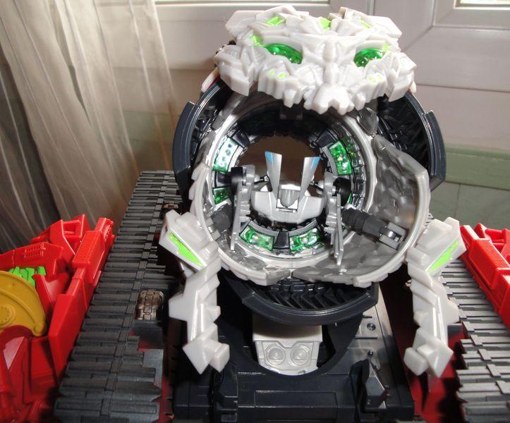 Vos montages photos Transformers ― Vos Batailles/Guerres | Humoristiques | Vos modes Stealth Force | etc - Page 4 Dsc00559