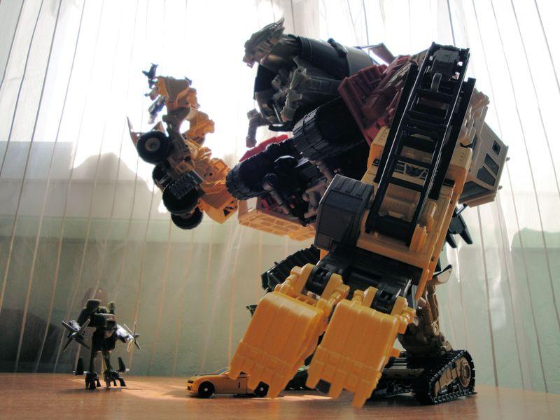 Vos montages photos Transformers ― Vos Batailles/Guerres | Humoristiques | Vos modes Stealth Force | etc - Page 4 Dsc00685