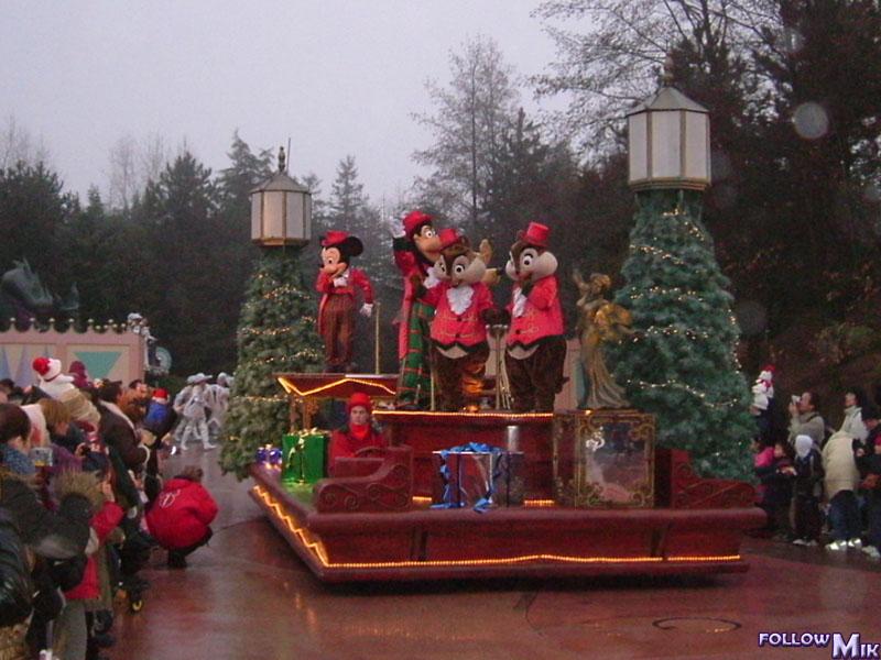 Les saisons de Noël au parcs a travers les années depuis 1992 ! ^^ 2003