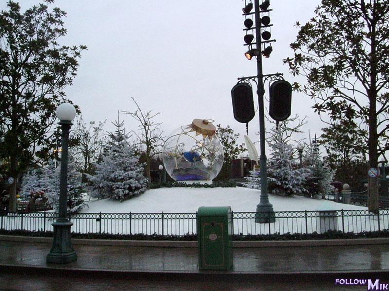 Les saisons de Noël au parcs a travers les années depuis 1992 ! ^^ 2004