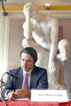 Aznar el macho: 2.000 abdominales al día - Página 4 Estatua-Aznar