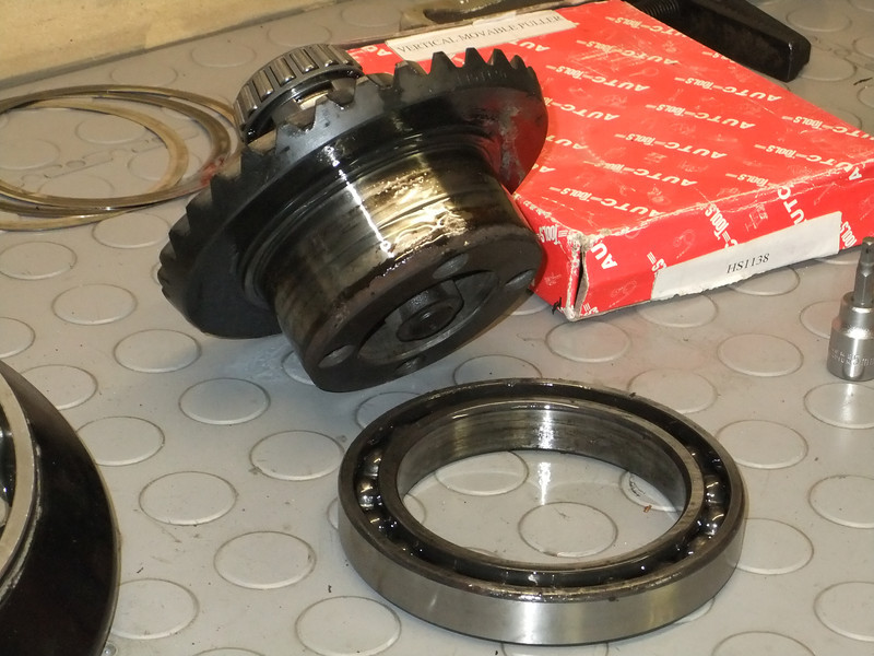 How to check and replace the Final Drive Crown Wheel Bearing and Seal K75%20008L