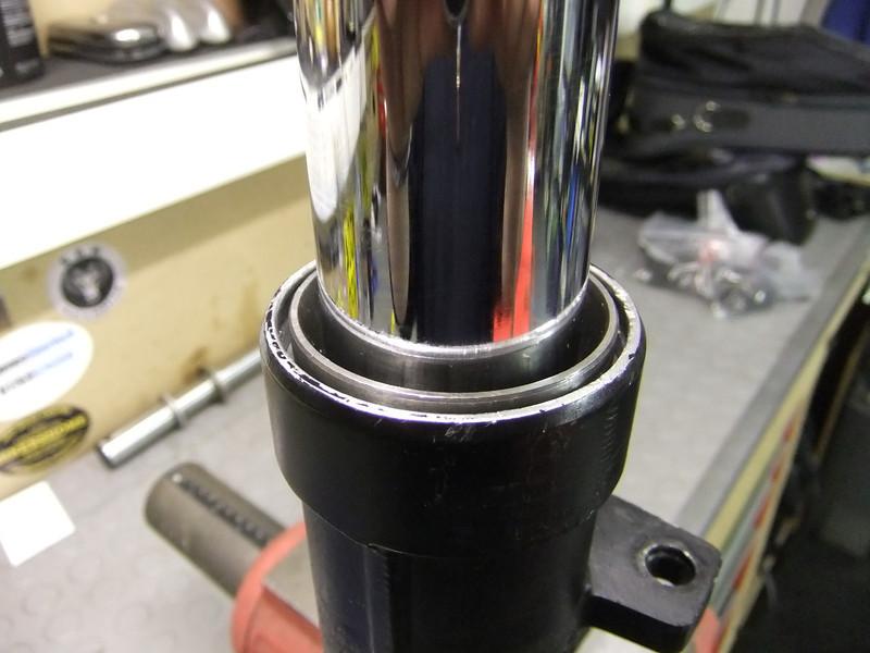 16-Valve Bike Fork Seal Change K1%20BMW%20%28406%29-L