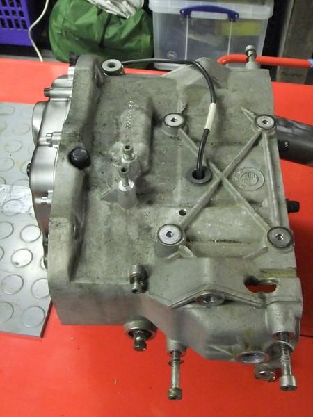 Final drive bearings.. BMW%20K1%20%2879%29-L