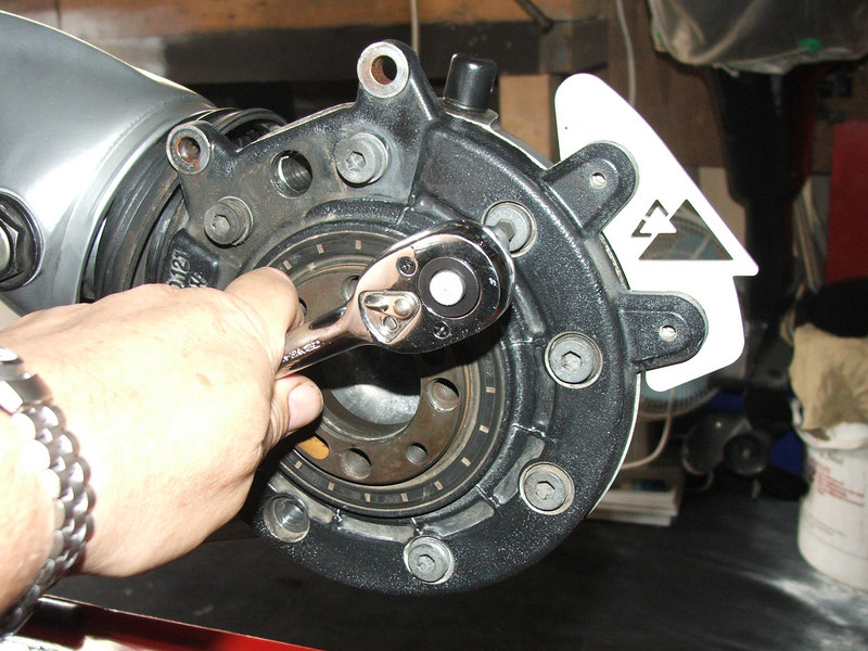 How to check and replace the Final Drive Crown Wheel Bearing and Seal DSCF1470-L