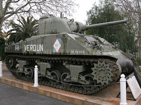 Sherman M4A4 Cyber-hobby 1/35  fini!!!!!!! - Page 6 Char_sherman_verdun_01pm