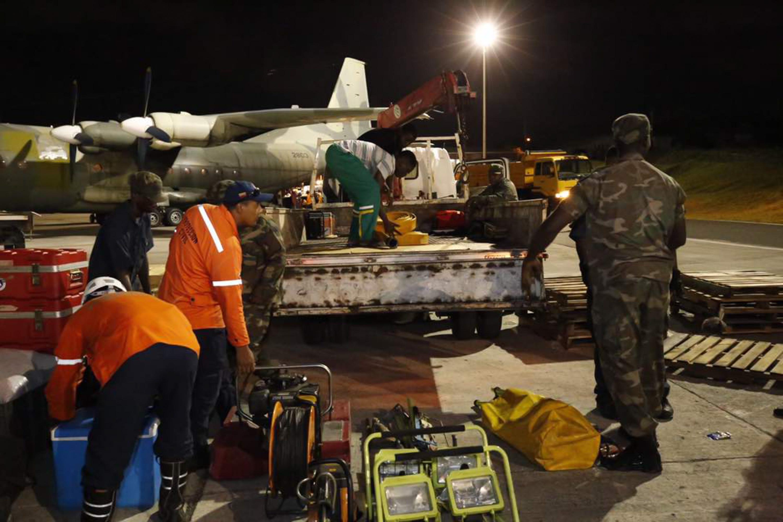 Armed Forces of Venezuela Photos - Page 6 Ayuda-humanitaria-15