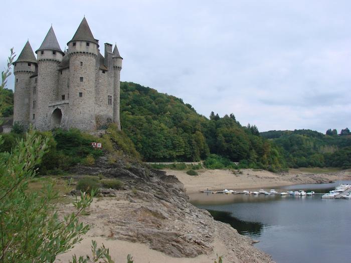 BALADE EN FORÊT - Page 2 Chateau2