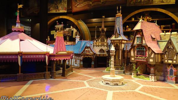 [Disneyland Park] Nouveautés à Fantasyland: Fantasy Faire (12 mars 2013) et Mickey and the Magical Map (25 mai 2013) - Page 3 I-xZKPWSd-M