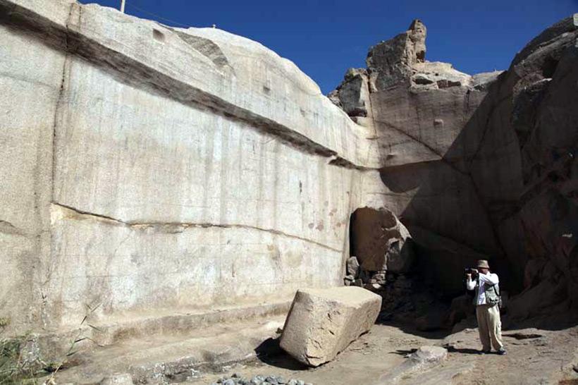 Следы древних цивилизаций: шлифованные горы с признаками машинной обработки Kamen_3819008_900