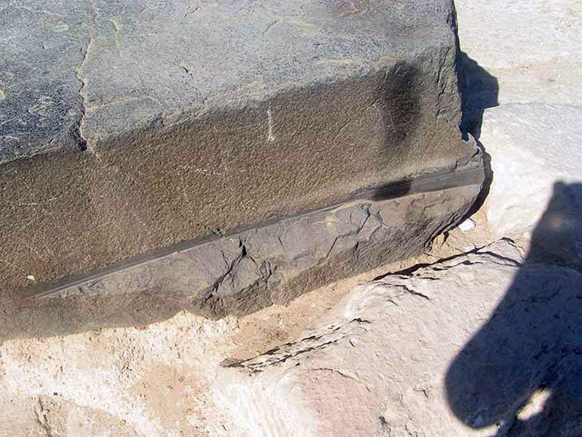 Следы древних цивилизаций: шлифованные горы с признаками машинной обработки Kamen_3819466_900