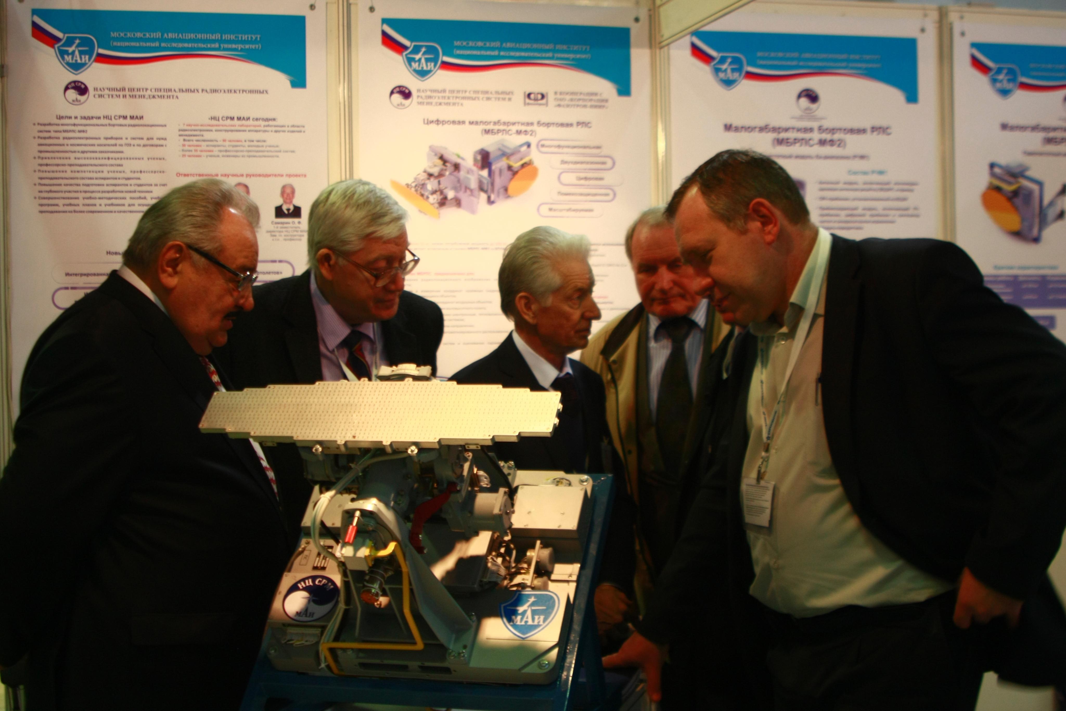 Finmeccanica  تعرض طائرات و  مروحيات على الجزائر  Mg_6072
