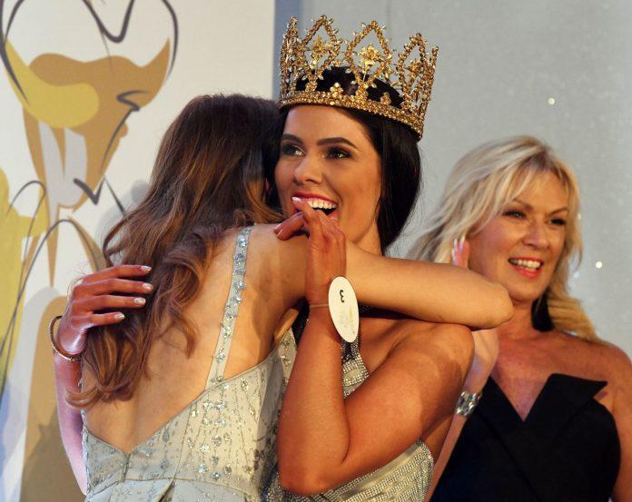 lauren leckey, miss northern ireland 2019. ira a mw 2019. 0_Miss-Northern-Ireland-2019-Lauren-Leckey-7_-Lewis-696x553