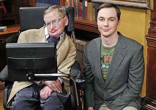 [Jeu] Association d'images - Page 18 Stephen-Hawking-junto-a-Sheldon-Cooper-en-The-big-bang-theory