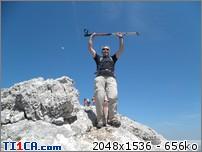 2011: le 25/05 -  - Ovni cylindrique avec hublots - massif de la ste beaume (le var)  Nteba5lu