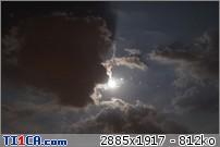 2013: le 26/04Lumière étrange dans le ciel  - Dunkerque (France)  Xeitmbz3