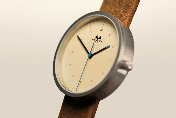 Besoin de connaisseurs pour un premier achat Mona_watches1