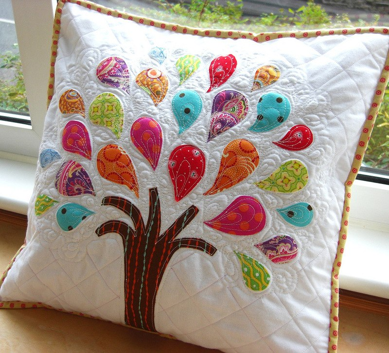 CONCURS CROITORIE - DECORATIUNI PENTRU CASA Amazingly-wonderful-tree-idea-for-handcrafted-embroidered-pillow