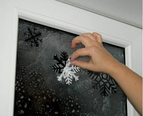 Novogodišnje pahulje na prozoru Novogodi%C5%A1nje-pahulje-na-prozoru4