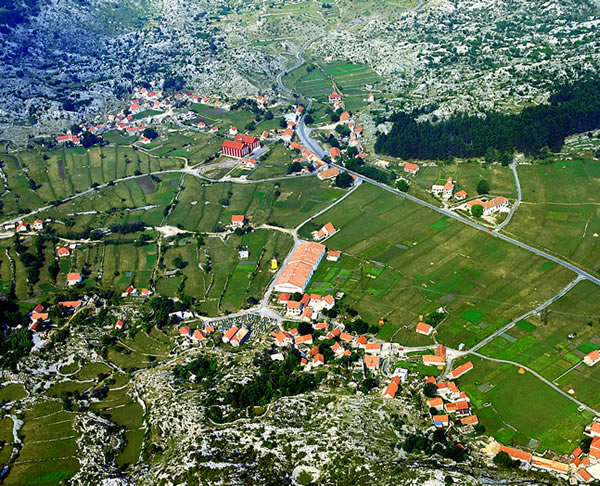 Crna Gora - Page 3 Panorama-Njegusa