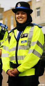 L'arrêté anti-burkini de la mairie de Cannes validé par la justice - Page 2 Voile-police-norvegiennee_vivreensemblelalibre.1240471679.thumbnail