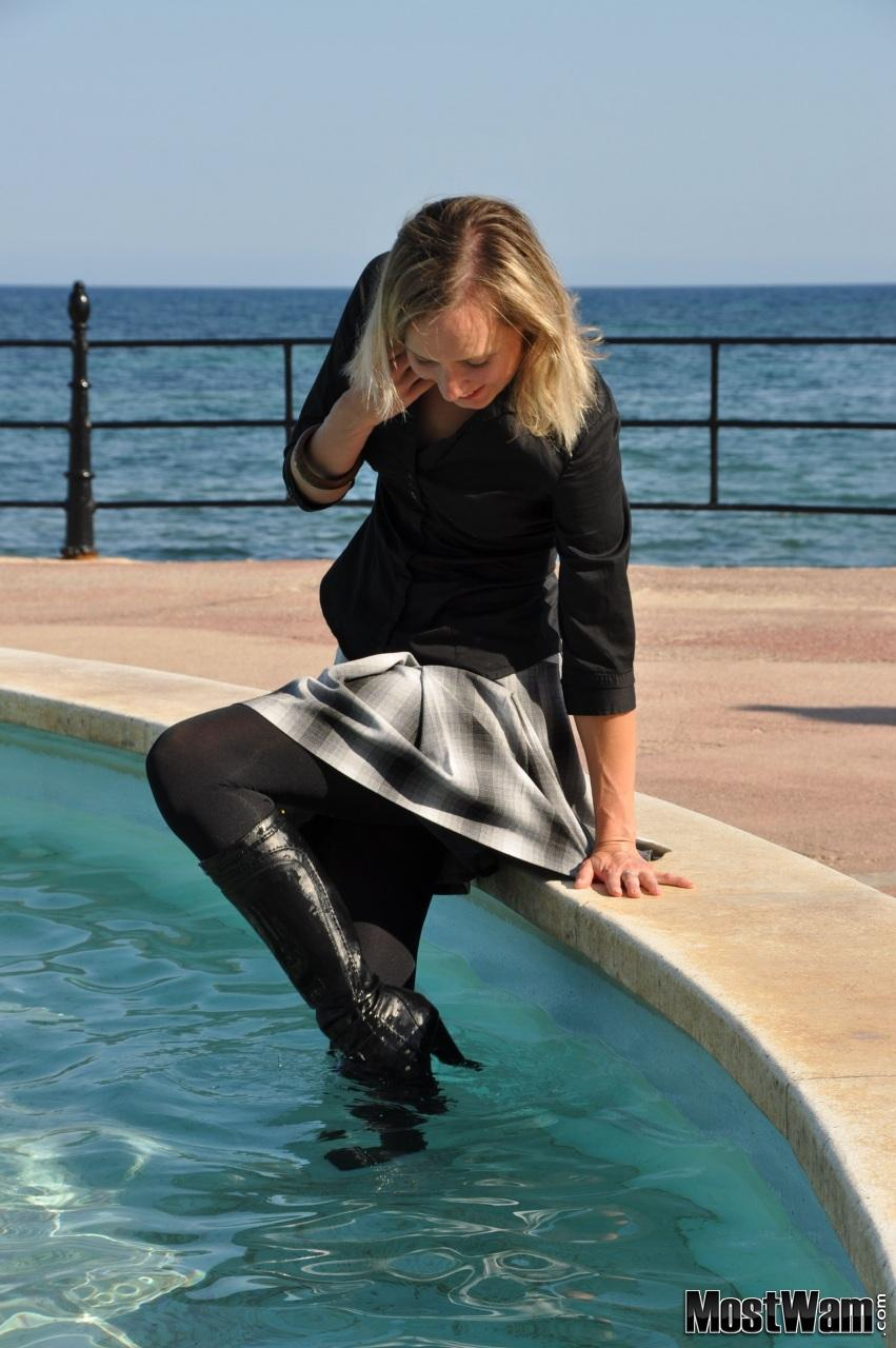 Высокие кожаные ботфорты и вода. Lisafount_example_dsc_0103