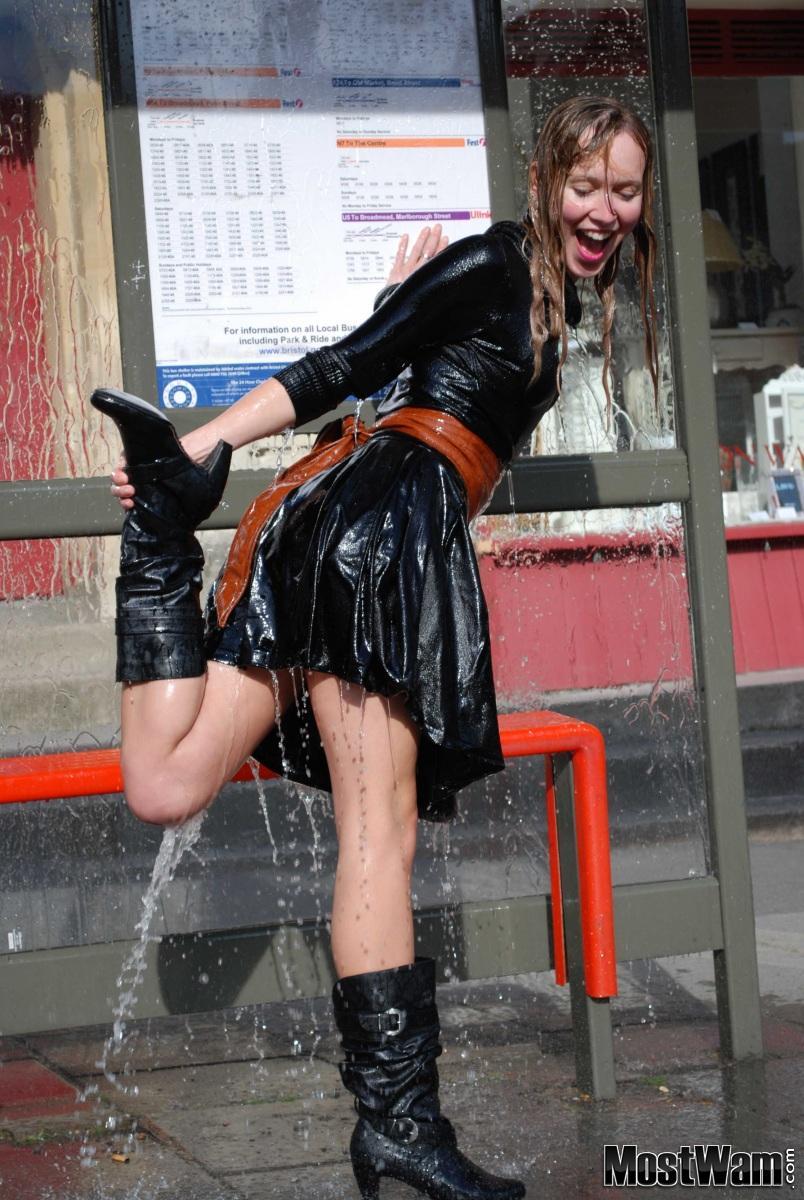 Высокие кожаные ботфорты и вода. Lisasplashbyleon_example_dsc_0286