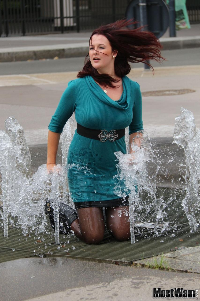 Высокие кожаные ботфорты и вода. Megansparistorgjumperdress_example_img_3421