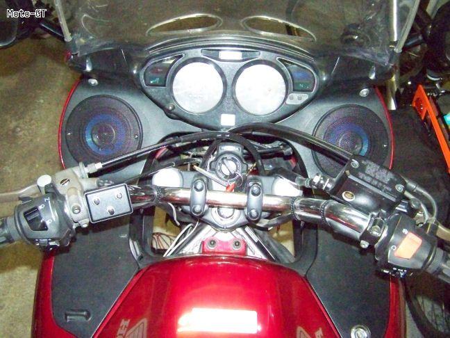Un ampli pour la musique en moto ? Photo0048205_L
