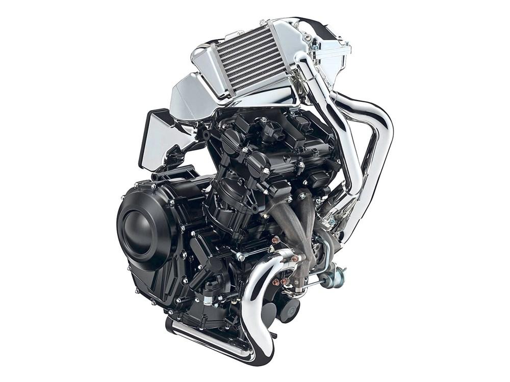 Suzuki entra en la era Turbo Suzuki_gsx-700t-engine