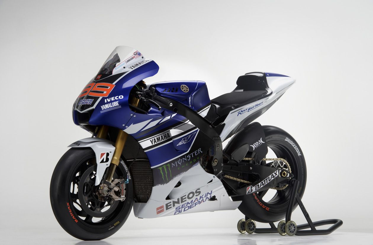 Yamaha M1 Outfoto%20%282%29-O