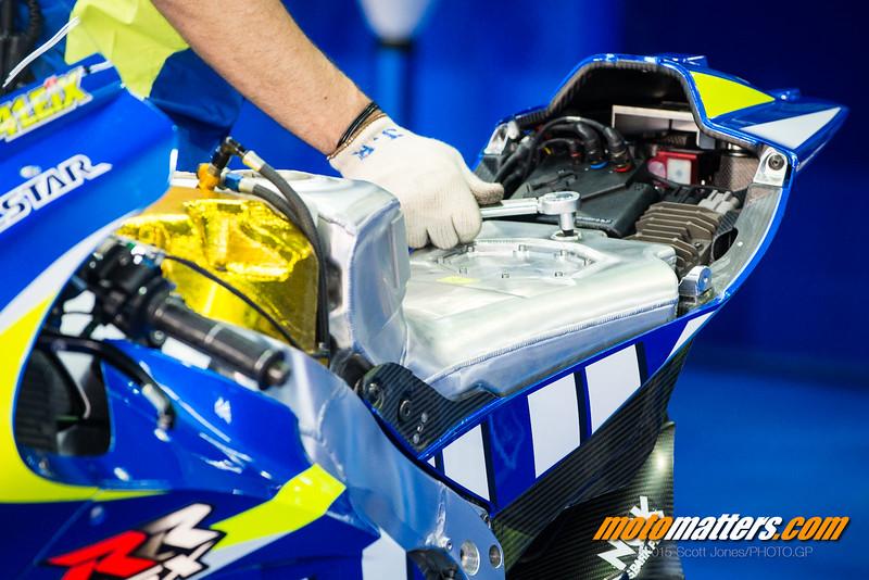 [GP] Qatar Suzuki-fuel-tank-L