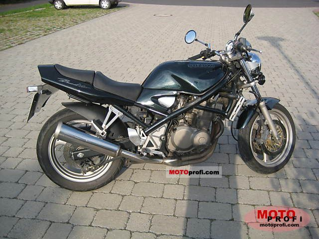 Un petit belge, un ! avec sa 400 DTMX 77, son XT500 79,.. :) Suzuki_gsf_400_bandit_1993_3_lgw