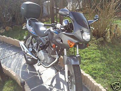 Nueva Pulsar!! Pulsar-125-Luxe-2002-124.1cc-grise-lisere-bleu-kymco-01-