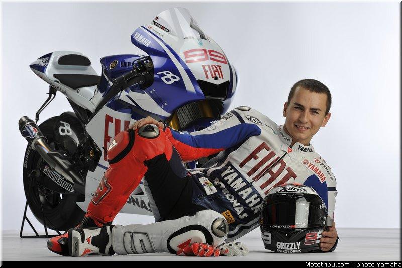 MOTO GP les photos - Page 2 Lorenzo_002_yamaha_team_launch_2010