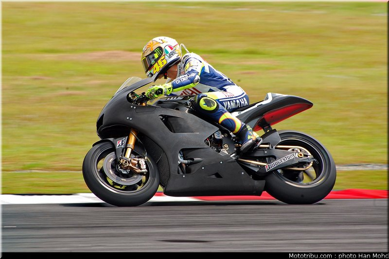 MOTO GP les photos - Page 2 Rossi_26_motogp_2010_tests_sepang2