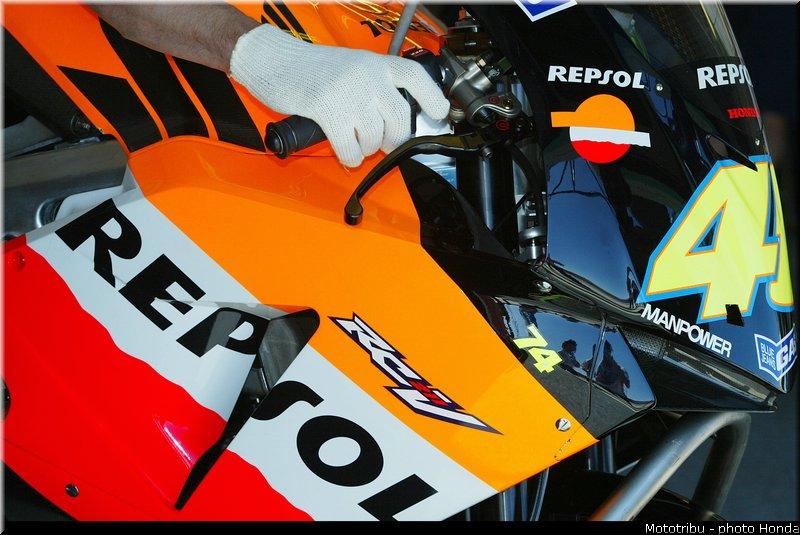 MOTO GP les photos - Page 8 Honda_rcv_2003_4
